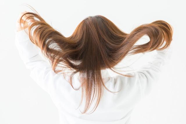 自由に好きな髪型や髪色で飲食バイトがしたい人必見【派手髪の隠し方も紹介】